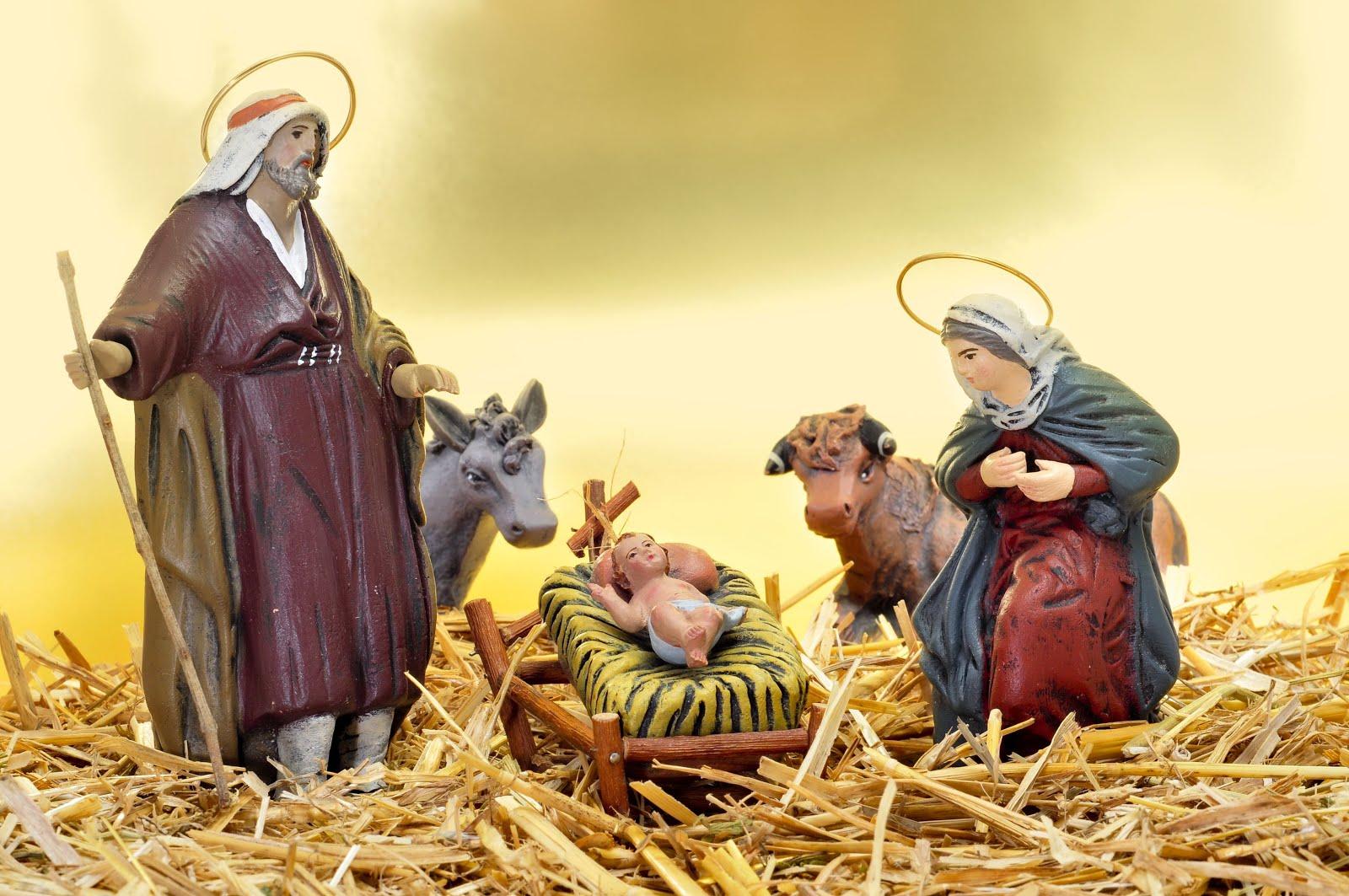 jose_y_maria_celebran_en_nacimiento_del_ni_o_Dios_en_un_pesebre_durante_Navidad